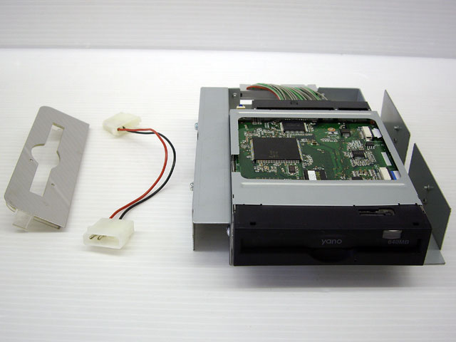 MO64iMA(PowerMac G4 MDD用内蔵型MOドライブ)